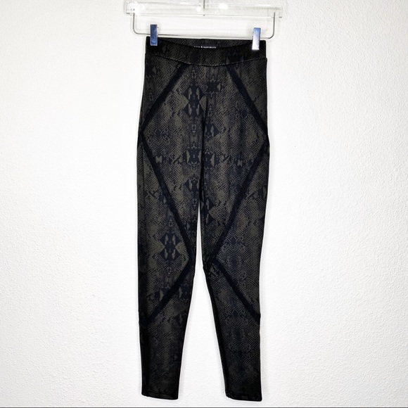 Rock & Republic Pants - Rock & Republic Snake Print Leggings
